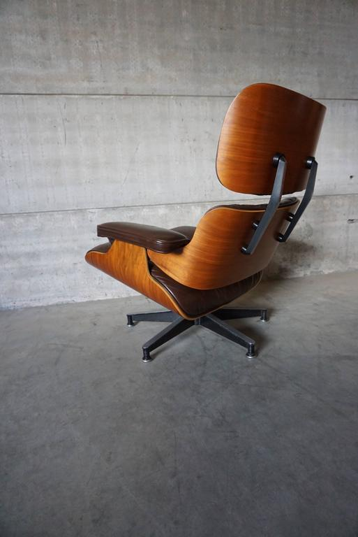 Model 670 Brown Leather Lounge Chair by Charles and Ray Eames for Herman Miller For Sale 2