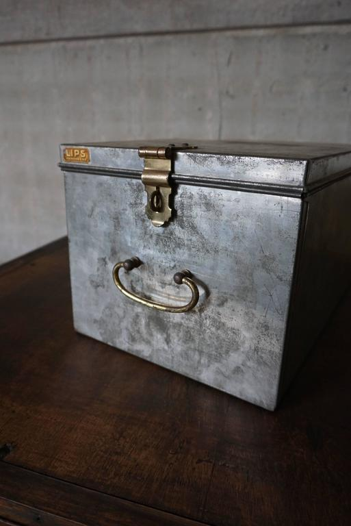 Vintage Industrial Safe Box with Brass Details In Excellent Condition For Sale In Nijmegen, NL