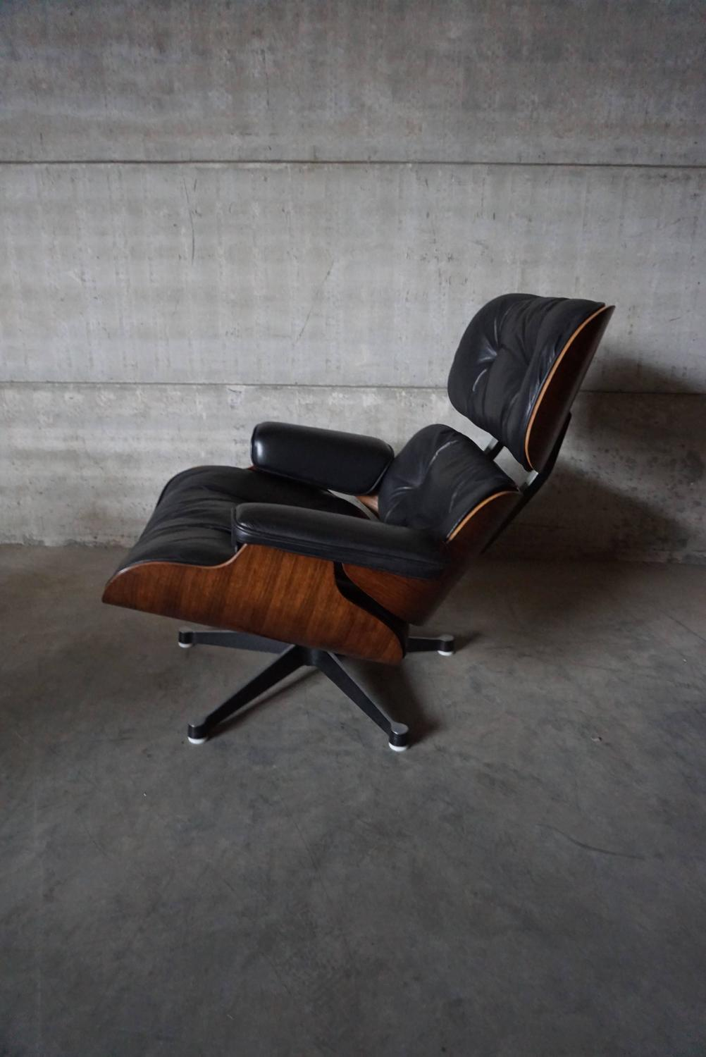 model 670 lounge chair by charles and ray eames for vitra. Black Bedroom Furniture Sets. Home Design Ideas