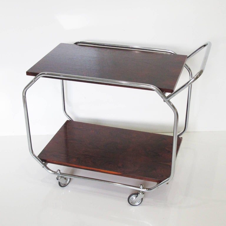 Bauhaus Art Deco Modernist Rolling Bar Cart in Chrome and Rosewood, circa 1930s In Excellent Condition For Sale In Atlanta, GA