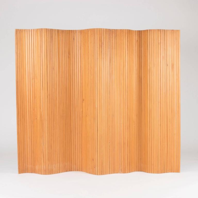 Beautiful room divider by Alvar Aalto, made from vertical slats of pine adjoined with metal wires. Can be shaped in various ways and stands steadily on the ground. Original condition with some scratches and spots.