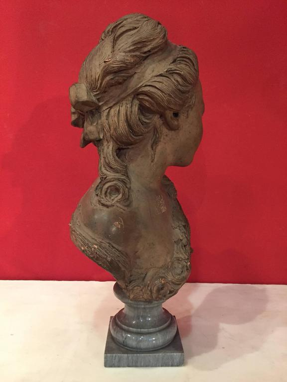 French Bust of a Young Woman In Good Condition For Sale In London, GB