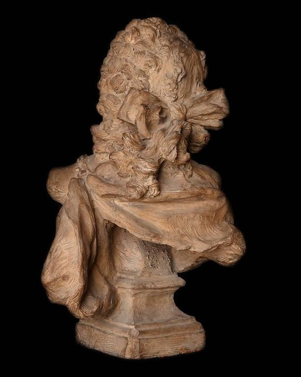 18th Century French Terracotta Bust of a Man In Good Condition For Sale In London, GB
