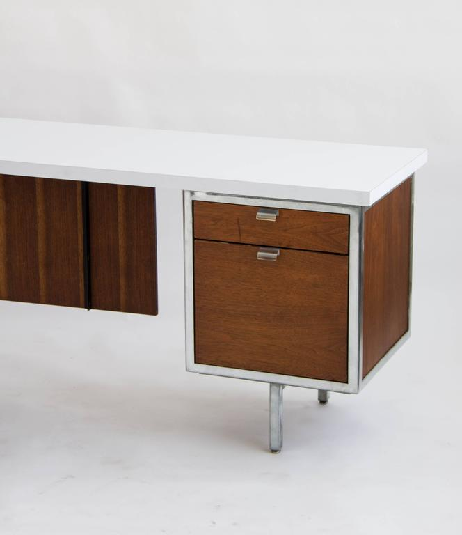 Etonnant Mid 20th Century Executive Desk And Return By Robert John For Sale