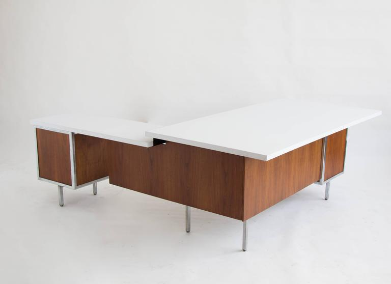 Charmant American Executive Desk And Return By Robert John For Sale
