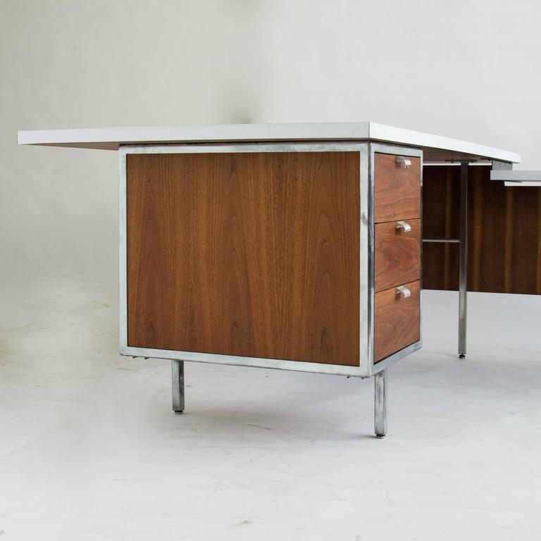 Exceptionnel Executive Desk And Return By Robert John In Good Condition For Sale In Los  Angeles,
