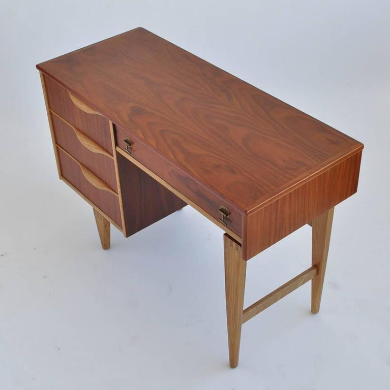 This Modern Desk By Stanley Furniture Has A Beautiful Walnut Grain And Birch Detail The