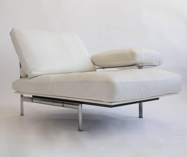 Diesis chaise longue by antonio citterio for b b italia at for Dimension chaise longue