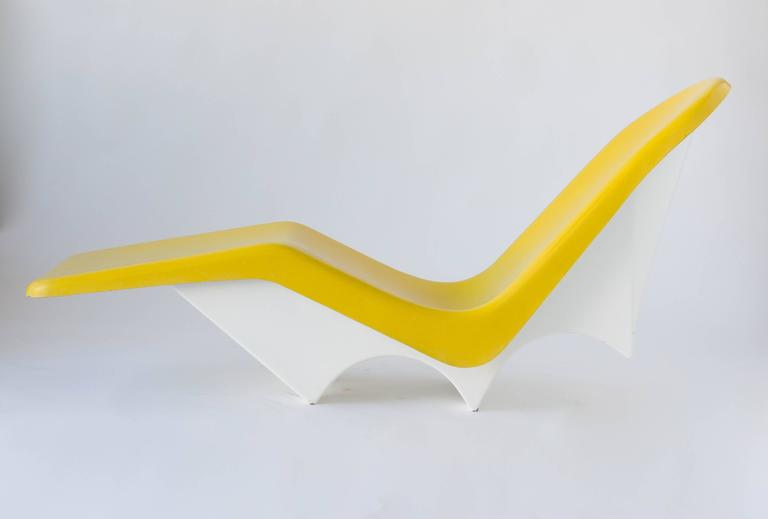 Pair of California Made Fiberglass Patio or Poolside Lounge Chairs at 1stdibs