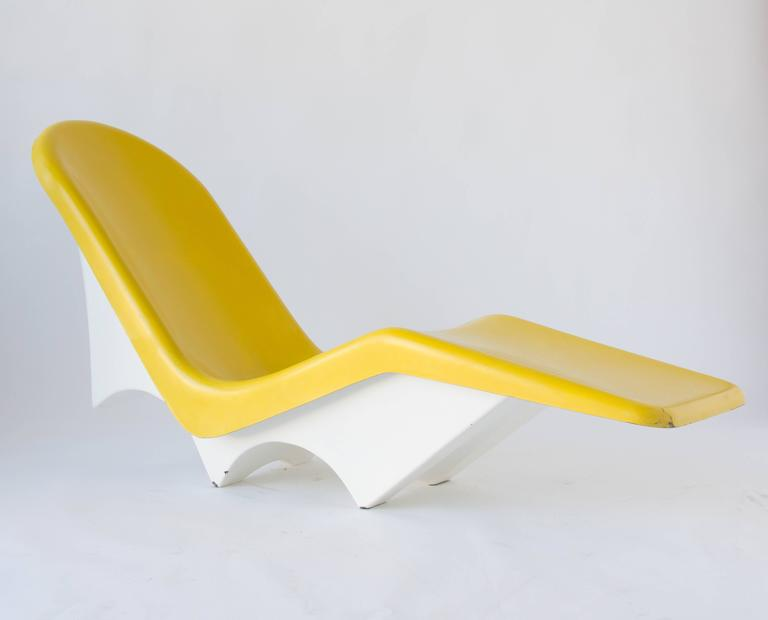 Pair of California-Made Fiberglass Patio or Poolside Lounge Chairs In Excellent Condition In Los Angeles, CA