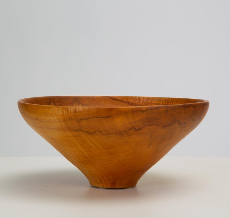 Turned Maple Wood Bowl In Excellent Condition For Sale In Los Angeles, CA
