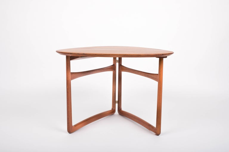 This is the model FD 18/57 end or coffee table designed by Peter Hvidt and Orla Mølgaard-Nielsen and produced by France & Daverkosen. The example was imported to the US and sold by John Stuart, and bears both the France and Daverkosen (later