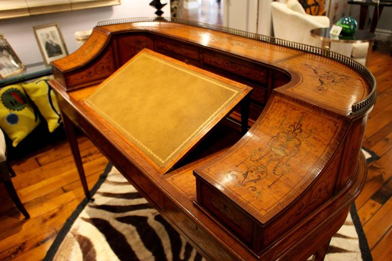 Georgian Adams-Style Carlton House Marquetry Inlaid Desk by Edwards and Roberts In Good Condition For Sale In Palm Desert, CA