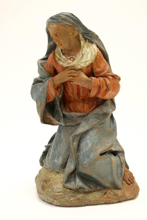 18th Century Continental Polychrome Terracotta Sculpture of the Kneeling Virgin For Sale 3
