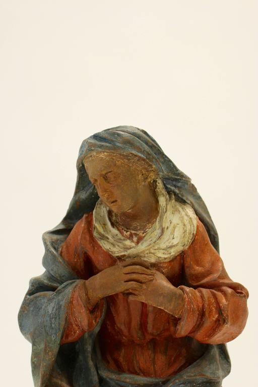 18th Century Continental Polychrome Terracotta Sculpture of the Kneeling Virgin In Good Condition For Sale In Palm Desert, CA