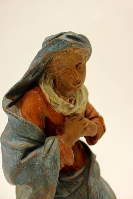 18th Century Continental Polychrome Terracotta Sculpture of the Kneeling Virgin For Sale 1