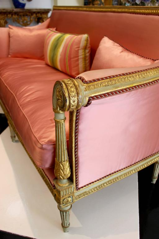 French Late 18th Century Louis XVI Period Painted and Parcel-Gilt Canapé Settee For Sale 1