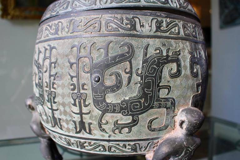 Cast Chinese Barrel-Form Brass Urn with Traditional Archaistic Ornamentation and Lid For Sale