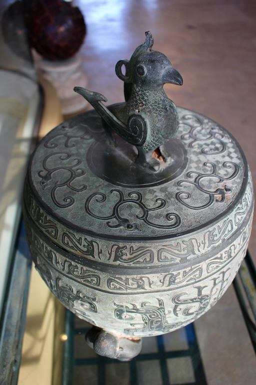Chinese Barrel-Form Brass Urn with Traditional Archaistic Ornamentation and Lid In Good Condition For Sale In Palm Desert, CA