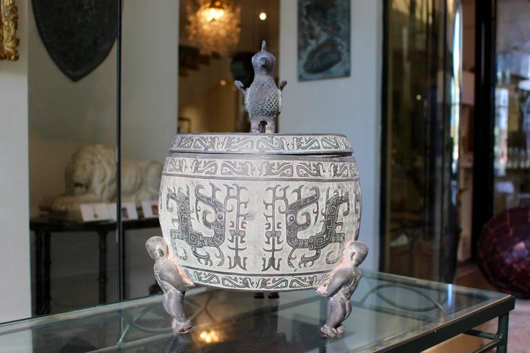20th Century Chinese Barrel-Form Brass Urn with Traditional Archaistic Ornamentation and Lid For Sale