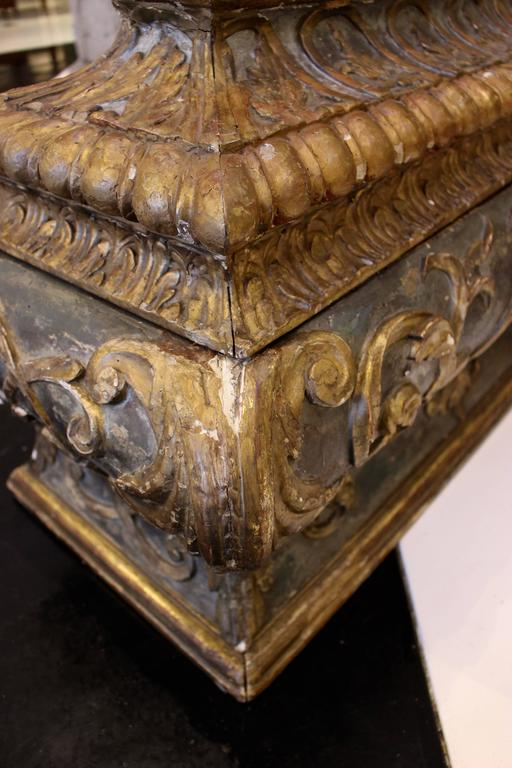 18th Century Italian Wooden Carved Sarcophagus-Shaped Chest with Reliquary In Good Condition For Sale In Palm Desert, CA