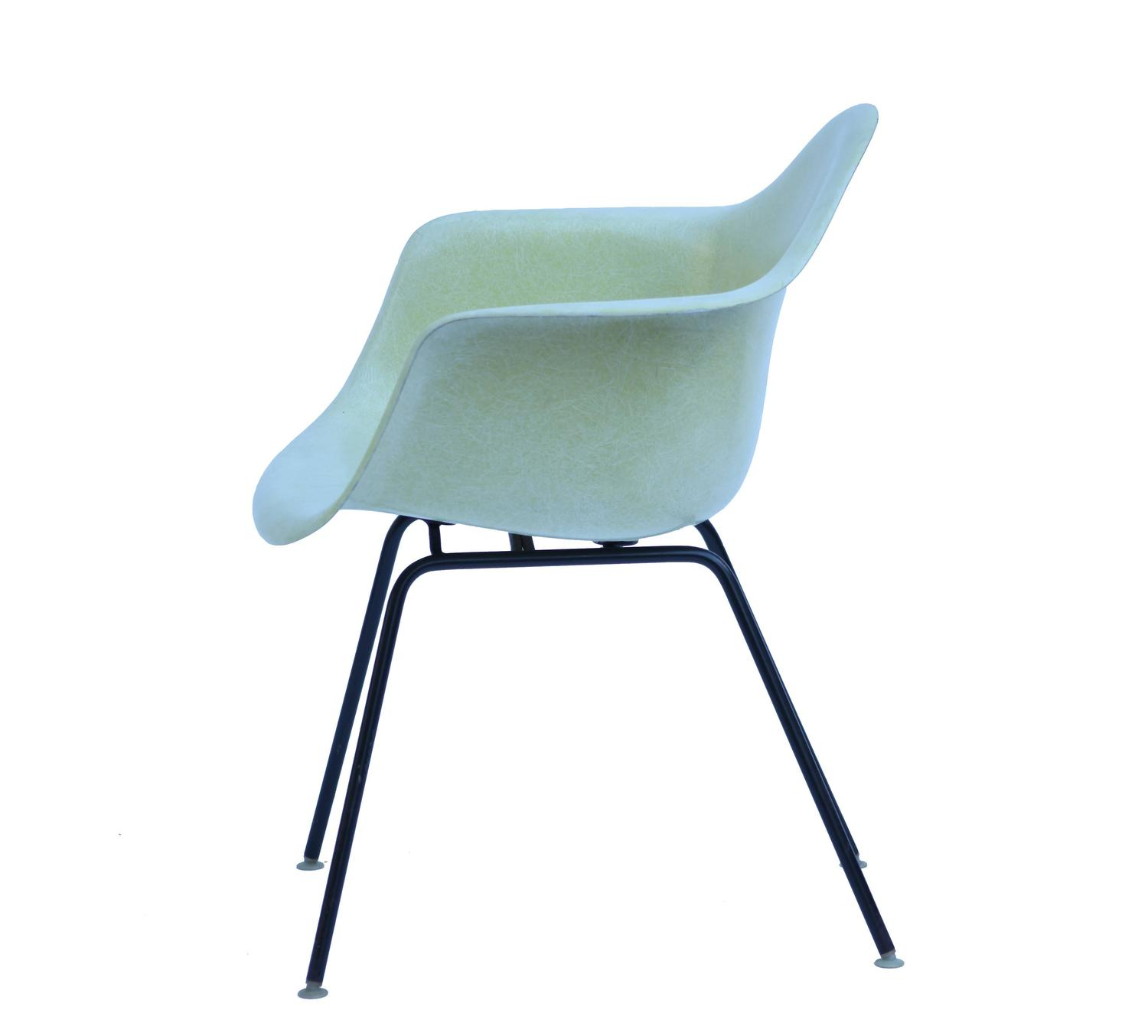 vintage yellow eames fiberglass chair for herman miller at. Black Bedroom Furniture Sets. Home Design Ideas