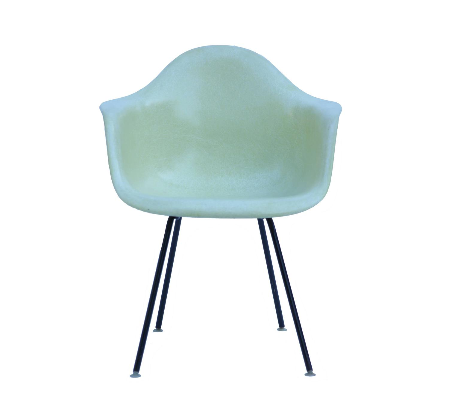 Vintage yellow eames fiberglass chair for herman miller at 1stdibs - Vintage herman miller ...
