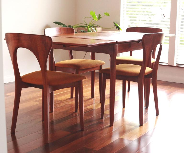 Beautiful, Vintage Expandable Teak Table By AM Mobler. This Versatile Table  Can Be Used