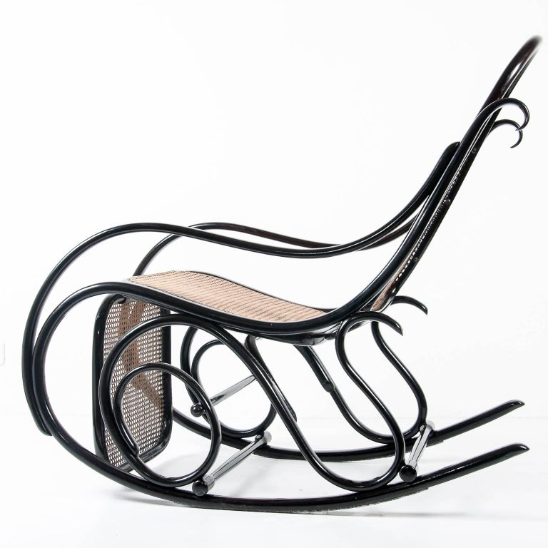 Thonet Rockingchair No 10 With Footrest For Sale At 1stdibs