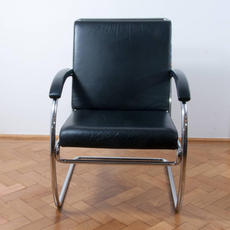 A wonderful example of an iconic Thonet K147 cantilever lounge chair originally designed in 1930 by Anton Lorenz. A Bauhaus classic!