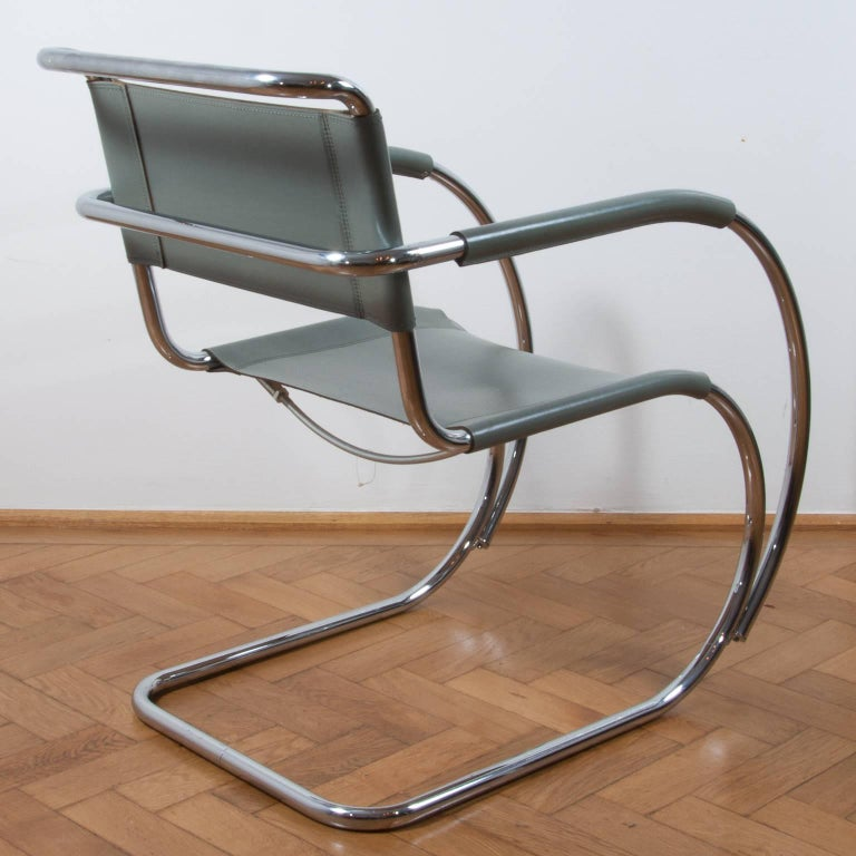 Thonet S533 Cantilever Chair, Armchair, Lounge Chair Designed by L. Mies vd Rohe In Good Condition For Sale In Vienna, AT