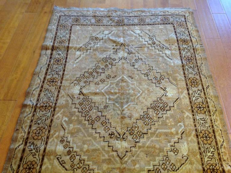 Vintage Samarkand Rug In Good Condition For Sale In Los Angeles, CA