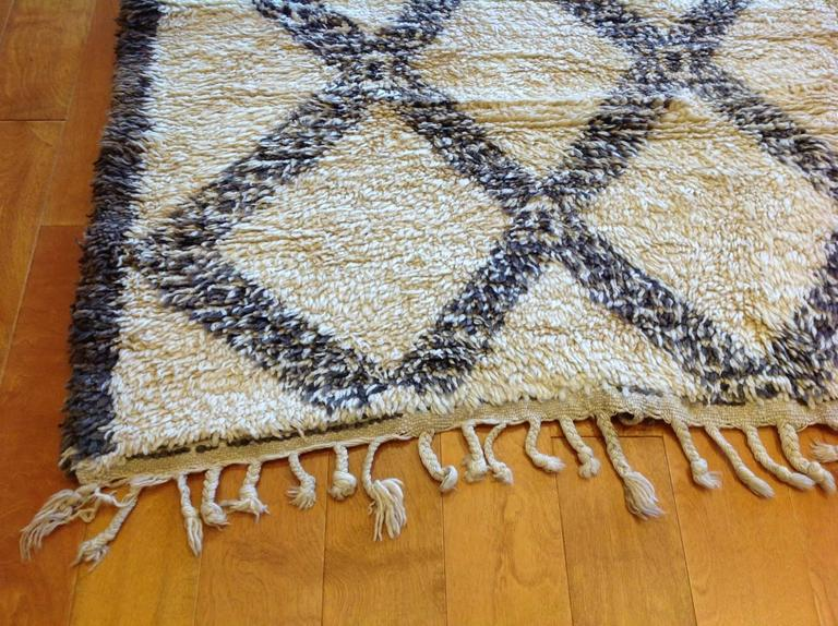 Vintage Moroccan Rug In Good Condition For Sale In Los Angeles, CA