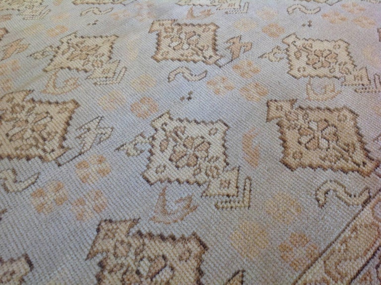 Transitional Euro Design Rug In Excellent Condition For Sale In Los Angeles, CA