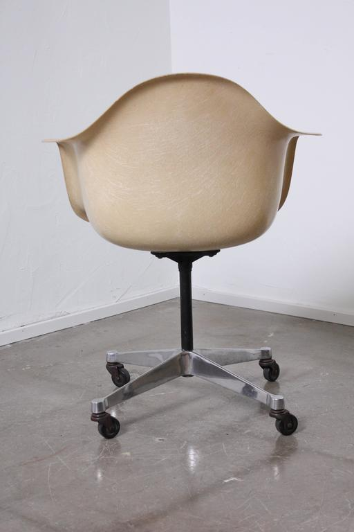 Fiberglass Shell Chair By Charles And Ray Eames At 1stdibs