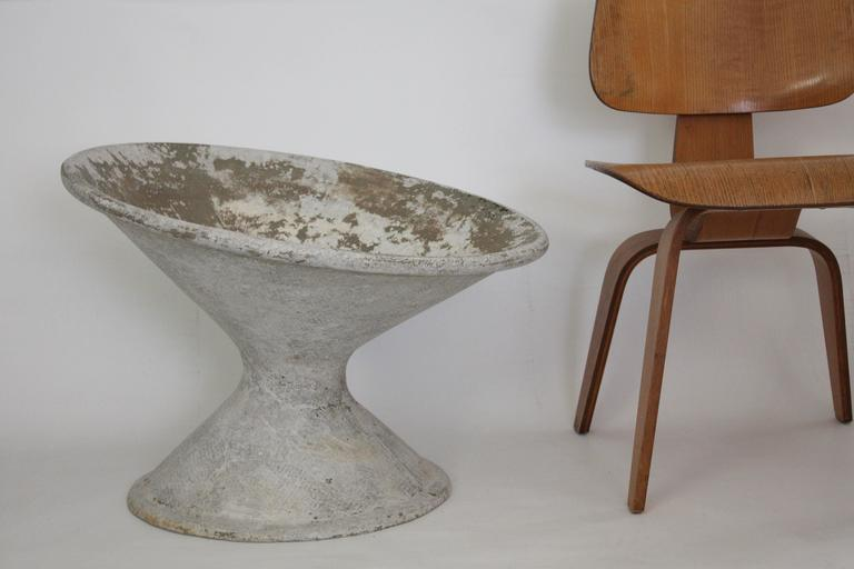 Mid-Century Modern Concrete Planter by Willy Guhl for Eternit For Sale