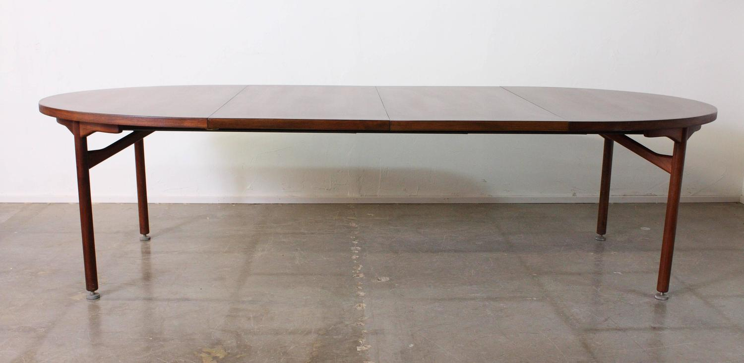 Jens Risom Walnut Expandable Dining Table For Sale at 1stdibs : IMG1444z from www.1stdibs.com size 1500 x 733 jpeg 71kB