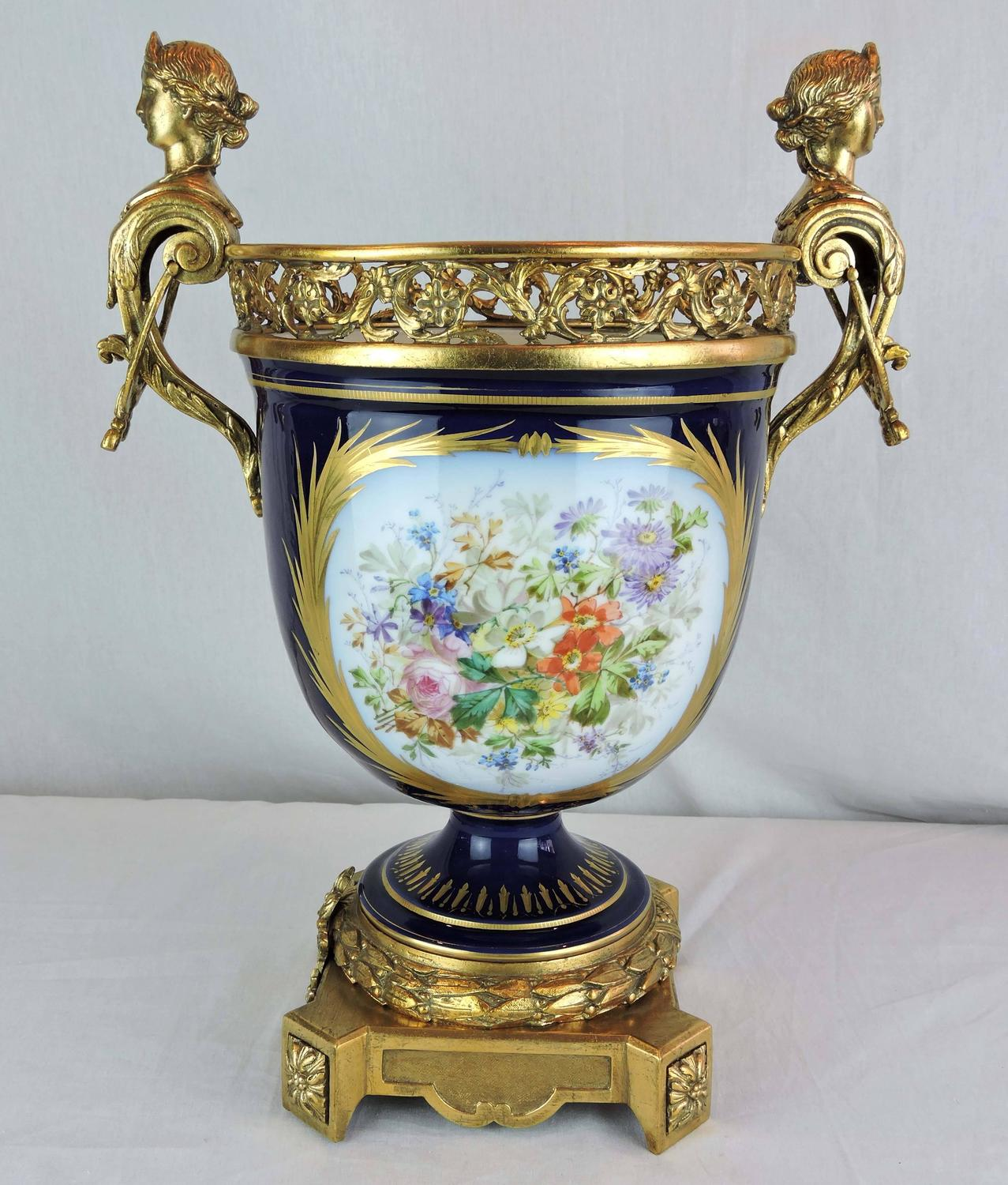 Large 19th century french s vres porcelain and gilt bronze for Jardiniere decorative