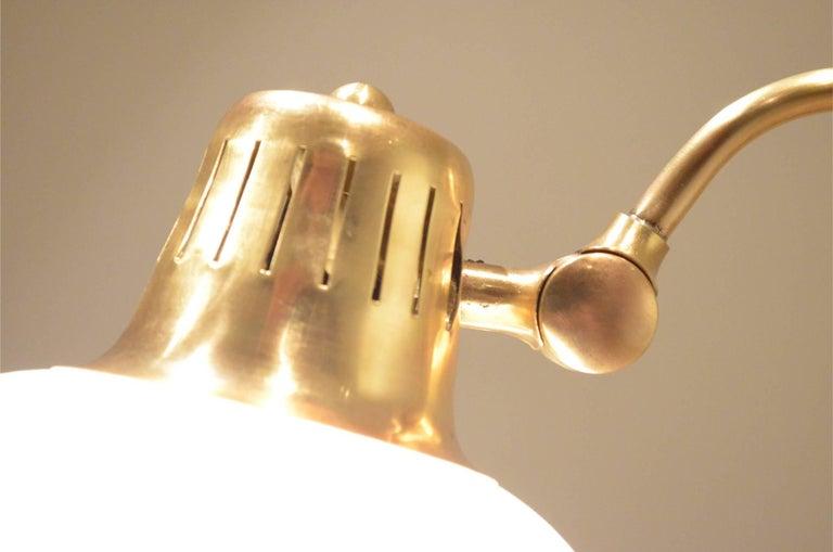 Mid-Century Scandinavian E.S Adjustable Brass Arm and Black Metal Floor Lamp In Good Condition For Sale In Brussels, Ixelles