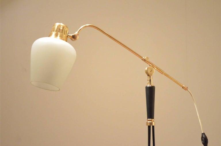 Mid-Century Scandinavian E.S Adjustable Brass Arm and Black Metal Floor Lamp For Sale 4