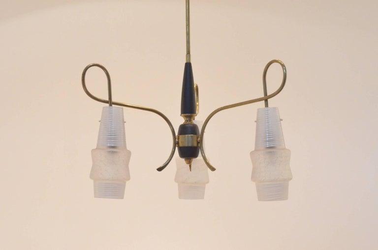 Mid-Century Modern Italian Design Brass Glass 1950s Organic Chandelier For Sale 3