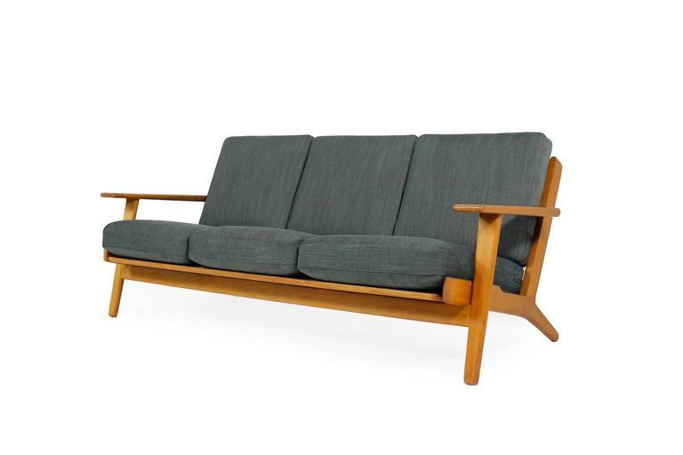 Scandinavian Modern Hans J. Wegner Oak Sofa Mod. Ge 290 for Getama, 1960s Danish Modern Design For Sale