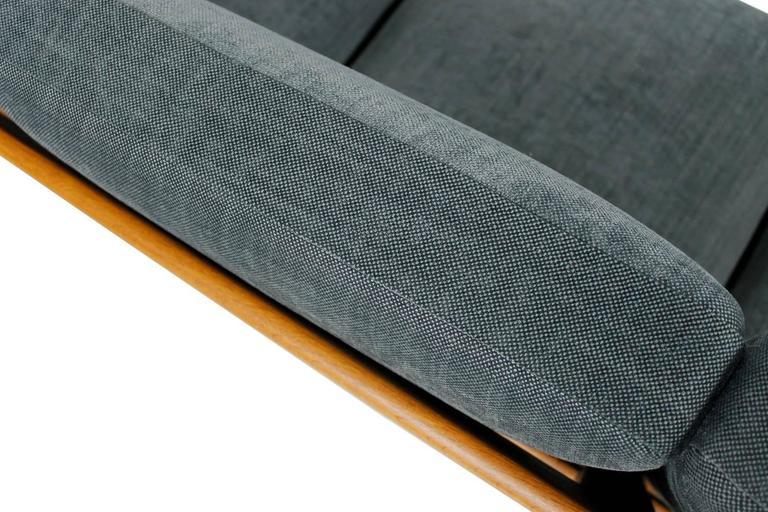 Hans J. Wegner Oak Sofa Mod. Ge 290 for Getama, 1960s Danish Modern Design For Sale 1