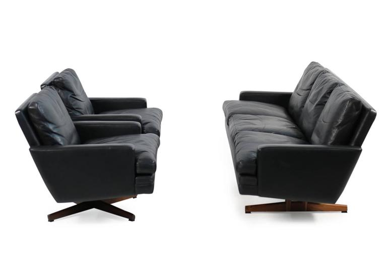 Pair of 1960s Swivel Lounge Chairs Fredrik A. Kayser Mod. 807 Leather For Sale 3