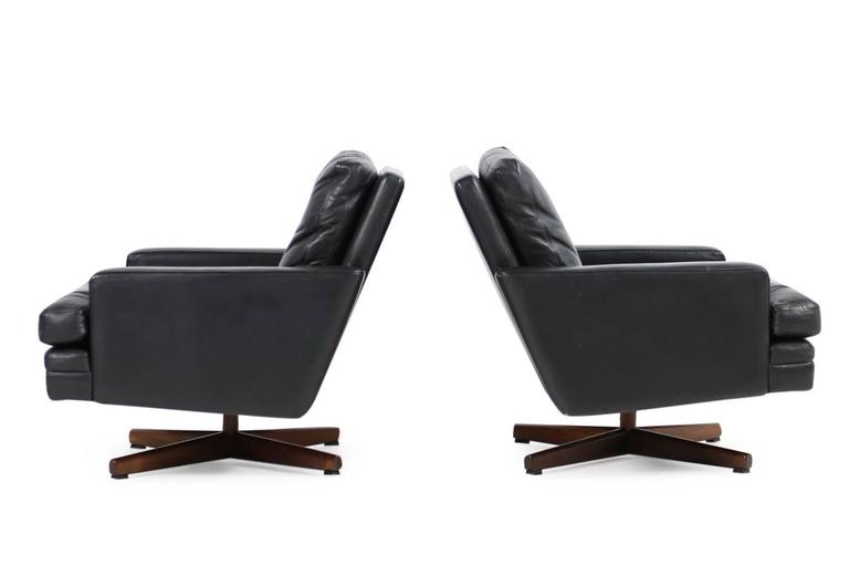 Pair of 1960s Swivel Lounge Chairs Fredrik A. Kayser Mod. 807 Leather In Good Condition For Sale In Hamminkeln, DE