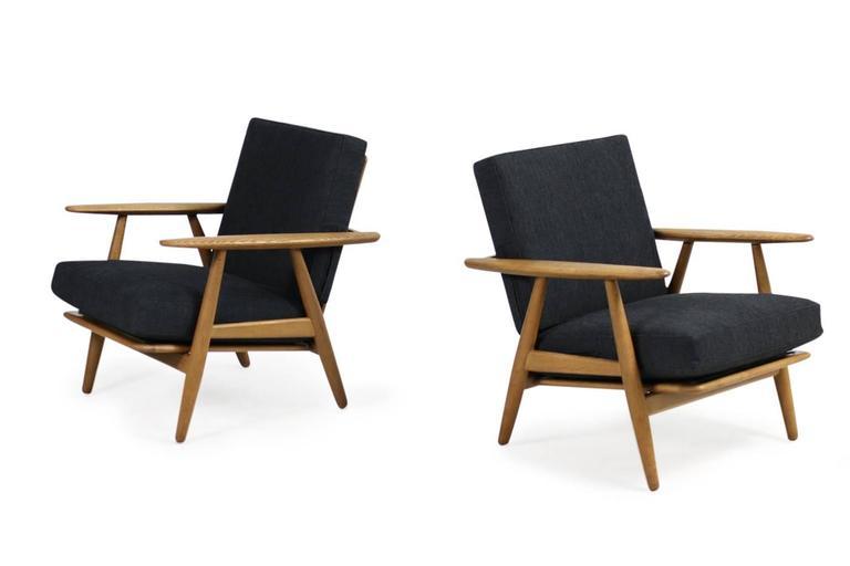 beautiful 1950s hans j wegner ge 240 oak cigar easy. Black Bedroom Furniture Sets. Home Design Ideas
