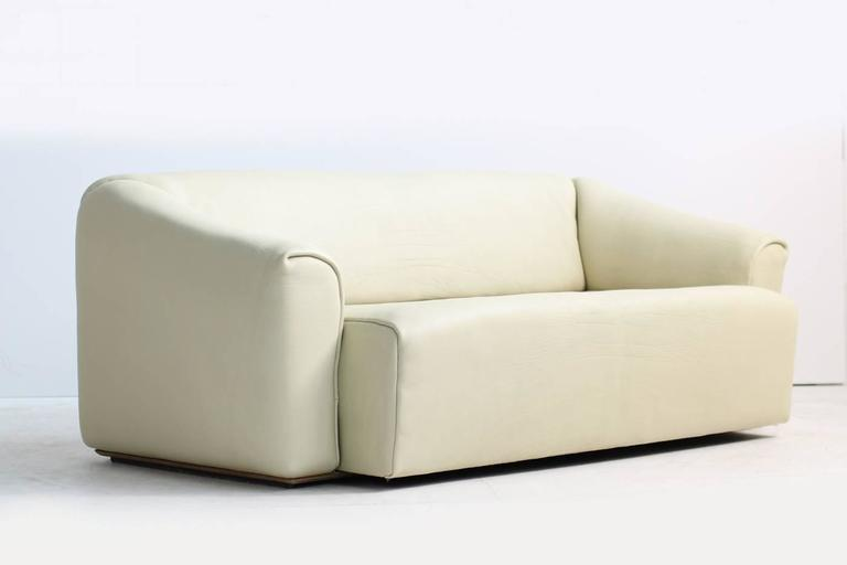 Modern 1970s De Sede DS 47 Buffalo Leather Lounge Sofa with Extendable Seat Ecru No. 1 For Sale