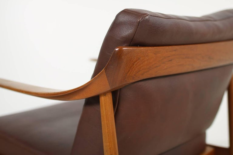 Mid-Century Modern Pair of 1960s Teak & Leather Easy Lounge Chairs Knoll Antimott Mid-Century For Sale