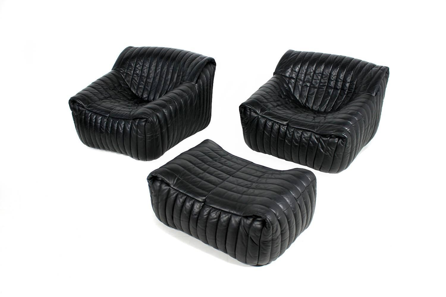 exclusive and organic 1970s leather sofa and lounge chairs. Black Bedroom Furniture Sets. Home Design Ideas