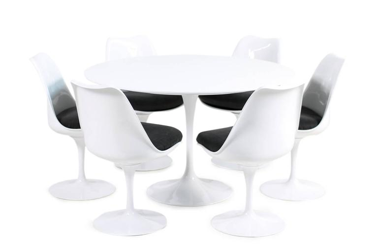 1960s Eero Saarinen Tulip Dining Table and Six Swivel Chairs Knoll International For Sale 2